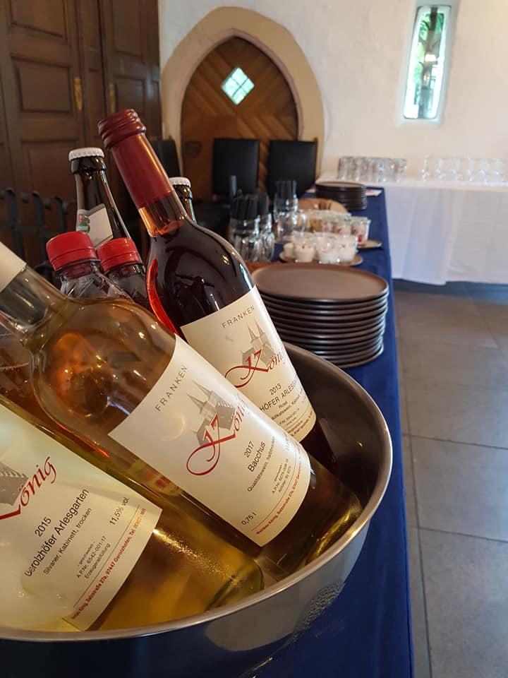 Auch Wein und Herzhaftes gab es bei uns